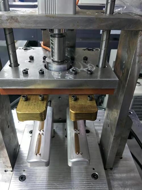 压力传感器应用于热压机